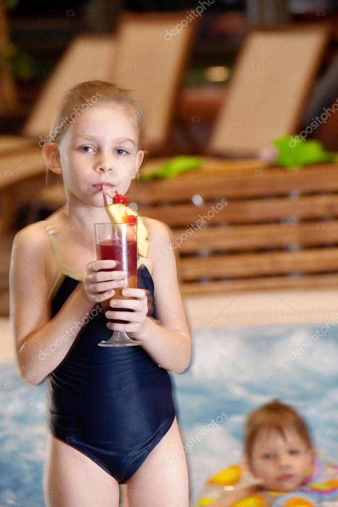 kinder im schwimmbad stockfoto fotorobs 1528834. Black Bedroom Furniture Sets. Home Design Ideas