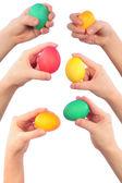 Mãos e ovos de Páscoa — Fotografia Stock