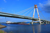 Oil tanker under the cable-stayed bridge — 图库照片
