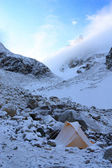 Mountaineering camp in the highlands — Stock Photo