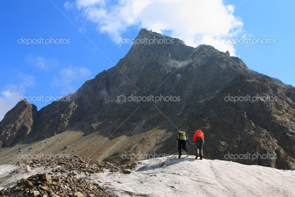 Two climber on a glacier in the background of high mountain — Stock Photo #1033734