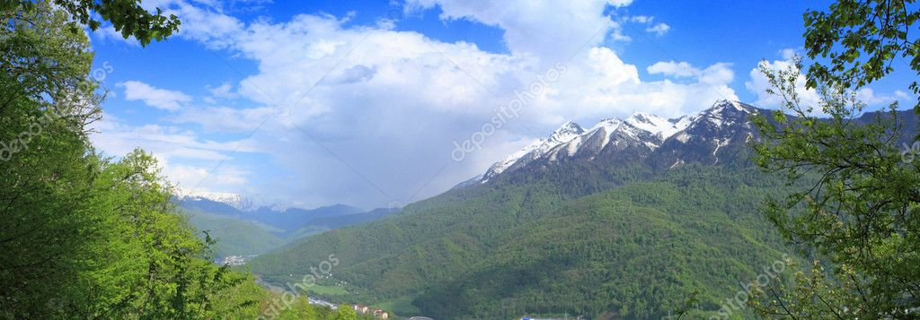 A panoramic view of ridge of Aibga and main ridge of Caucasus is in Krasnaya Poluana place (Sochi, Russia). On the slopes of these mountains a winter olympiad   — Stock Photo #1033986