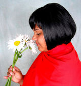 Girl with daisies — Stockfoto