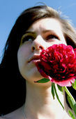 Beautiful woman with red flower — Foto de Stock