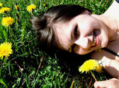 Girl with dandelion — Stockfoto