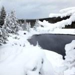 Winter season at lake of Yellowstone Nat — Stock Photo