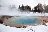 Saison d'hiver au lac chaud d'yellowstone — Photo