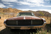 Antique american car in the desert — Stock Photo