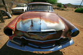 Classic antique american cars in desert — Stock Photo