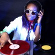 cool afro american dj in aktion — Stockfoto