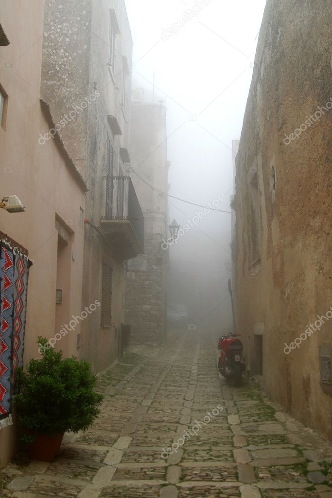 Classic old Italy ,Sicily, fog in Eriche city — Stock Photo #2199220