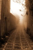 Old Italy ,Sicily, fog in Eriche — Stock Photo