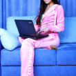 Woman working with PC at home in sofa — Stockfoto