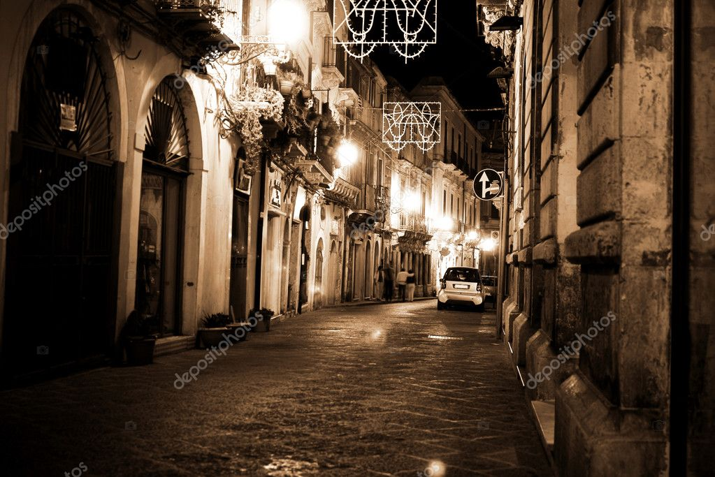 Classic Italy ,Syracuse, Sicily night street view in old town — Stock Photo #2452806