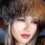 Woman in winter fur hat — Stock Photo