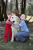 Friends - children with retriever — Stock Photo