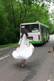 Run Away Bride to bus — Stock Photo