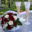 Wedding bouquet and glasses — Stock Photo