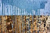 Concrete wall with drips of blue paint — Stock Photo