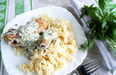 Chicken legs with pasta with herbal crea — Stock Photo