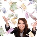 mujeres de negocios con dinero del vuelo — Foto de Stock