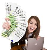 Mulheres de negócios com dinheiro e portátil. — Foto Stock