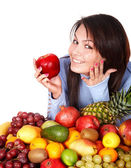 Ragazza con gruppo di frutta e verdura — Foto Stock