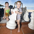 Children play chess nearly sea. — Stockfoto