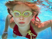 Child girl swim underwater in pool. — Stock Photo