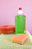 Dishwashing liquid and clean plates — Stock Photo