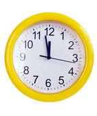 黄墙上时钟 — 图库照片