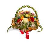Korg med blommor — Stockfoto