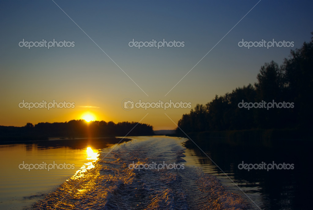 Trace of a motor boat at sunset — Stock Photo #1920266