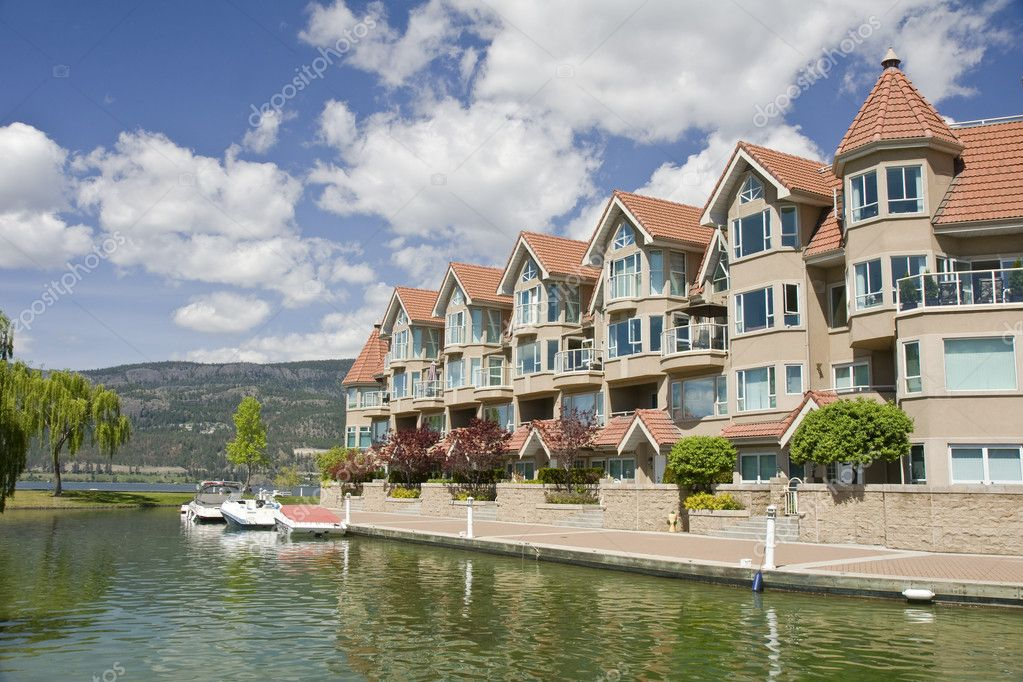 A lakeside row of condominiums — Stock Photo #1060543