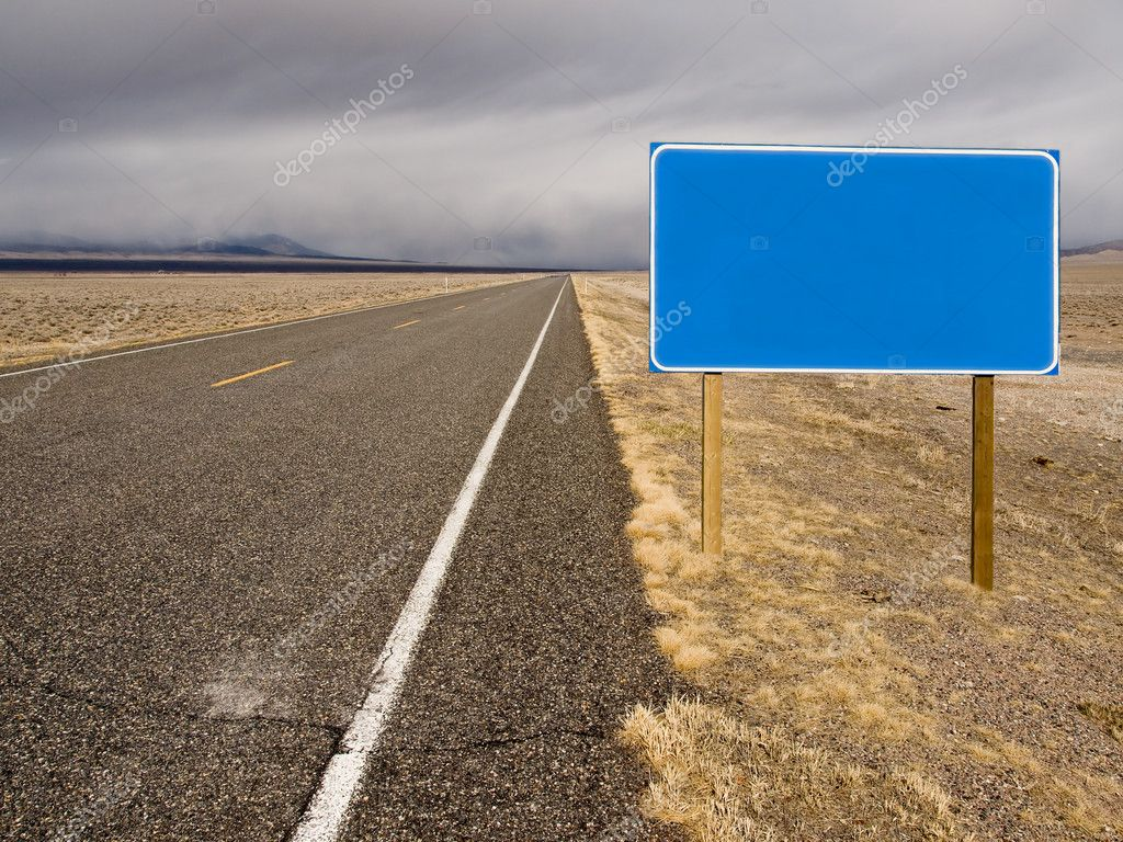 A blank sign along a desolate desert highway — Stock Photo #1268451