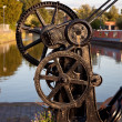 Old winch by canal in Ellesmere — Stock Photo