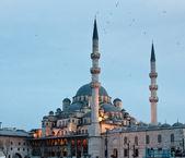 Yeni o mezquita nueva por puente galata en i — Foto de Stock
