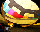 Hot air balloon inflation with flames — Stock Photo