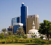 Moskén framför kontor i abu dhabi — Stockfoto