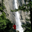 Hiker overlooking main flow of Yosemite — Stock Photo