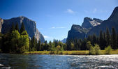 Yosemite valley with Merced river — Stock Photo