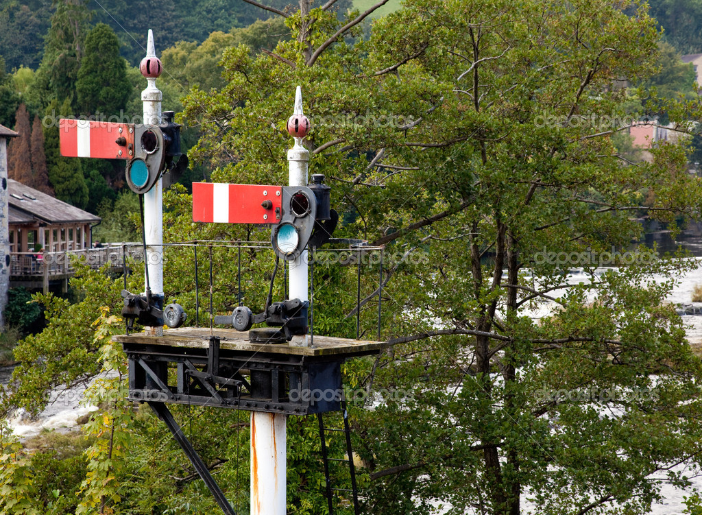 Railway signals at stop using the obselete semaphone system in Llangollen in Wales — Stock Photo #1148340