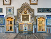 Topkapi Palace golden door and ornamenta — Stock Photo