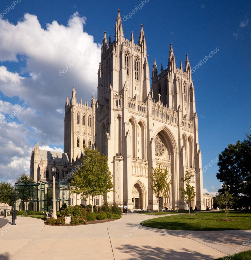 Washington Cathedral in Washington DC on a bright sunny day — Stock Photo #1275413