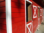 Red barn perspective — Stock Photo