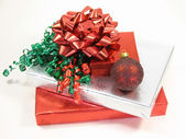 Boże Narodzenie prezenty i ozdoba — Zdjęcie stockowe