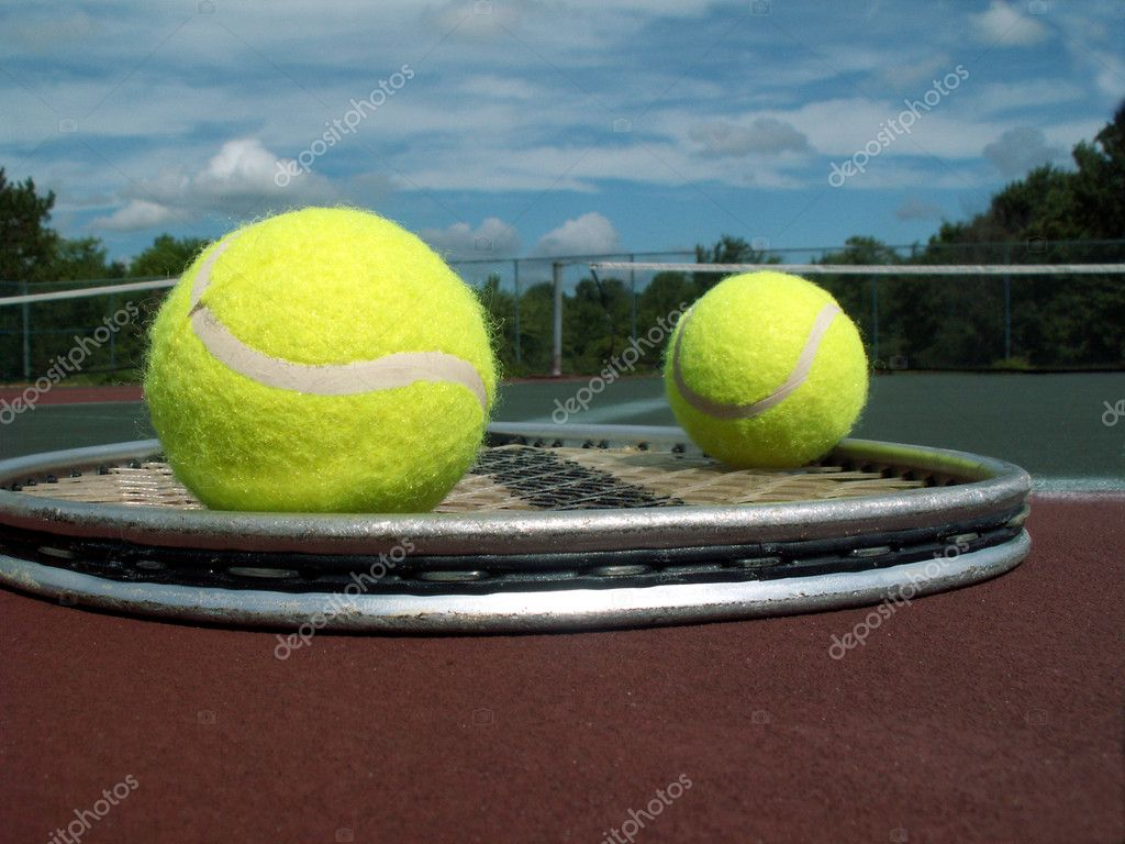 Tennis racket and two balls lying on the court — Stock Photo #1021944