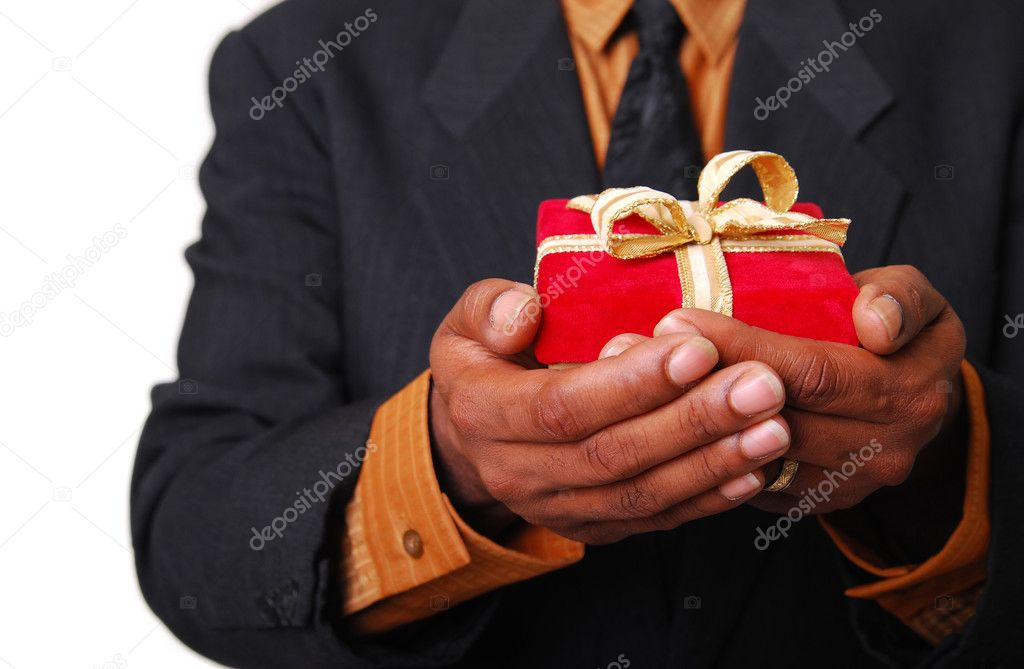 African-American male hands holding a red velvet box with gold ribbon. — Stock Photo #1026511