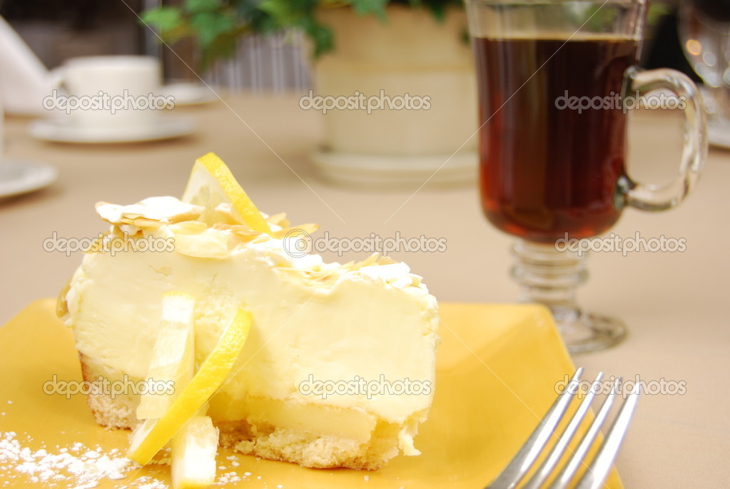 Lemon pie on a yellow plate with coffee in the background on a restaurant table. — Stock Photo #1029571