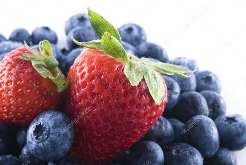 Pile of fresh blueberries with two strawberries on top. — Stock Photo #1029993